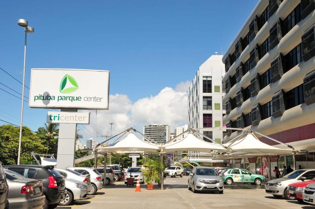 Foto da entrada para o Pituba Parque Center.